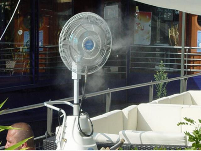 Ventilateur brumisateur autonome, brumisation pour terrasse de restaurant ou bar en été